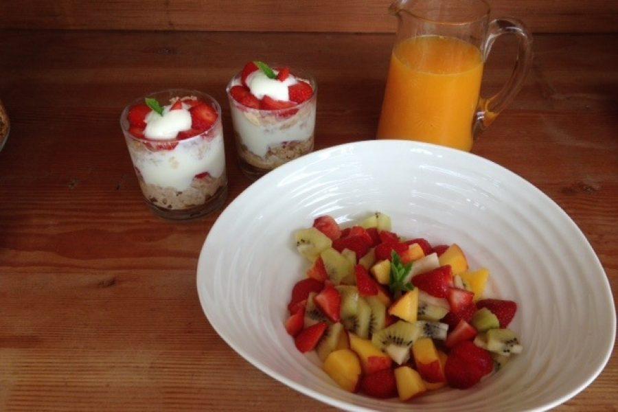 Summer-fruits-breakfast